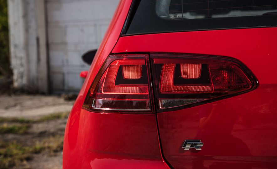 2017 Volkswagen Golf R - Slide 60