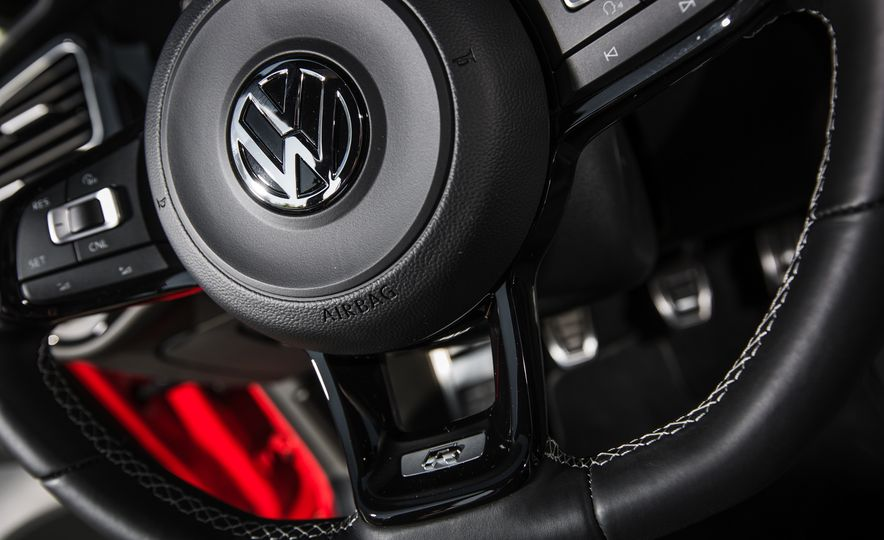 2017 Volkswagen Golf R - Slide 71