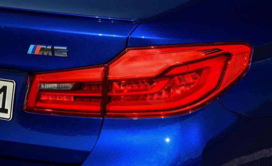 2018 BMW M5 - Slide 33
