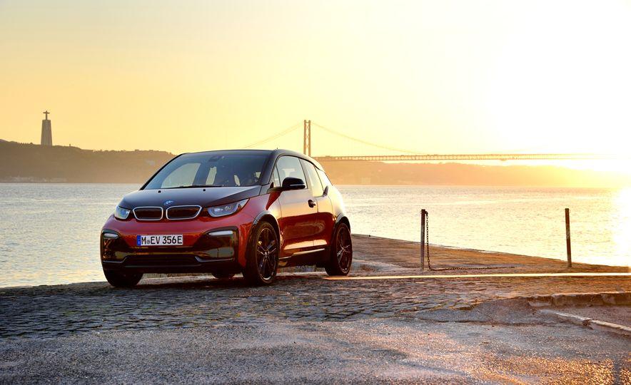 2018 BMW i3s - Slide 40