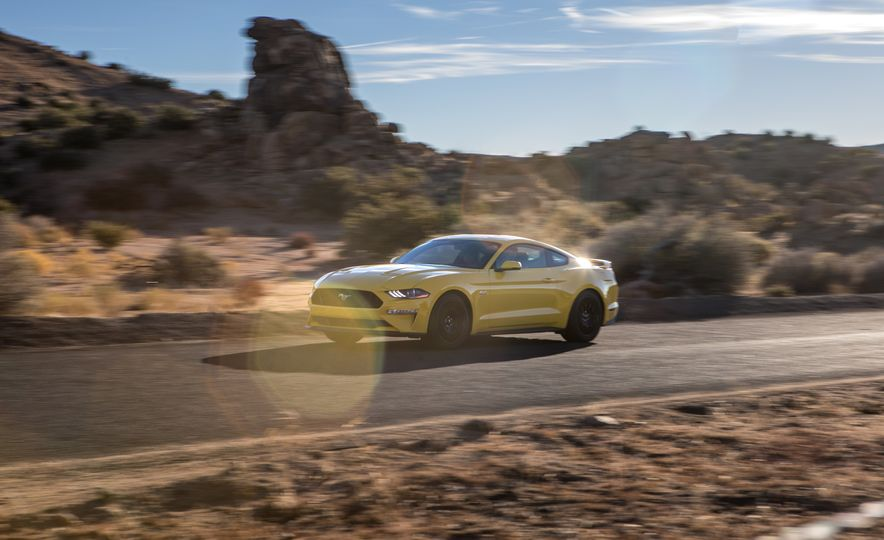 2018 Ford Mustang GT coupe - Slide 2