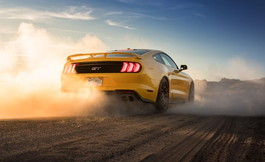 2018 Ford Mustang GT coupe - Slide 10