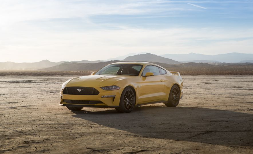 2018 Ford Mustang GT coupe - Slide 12
