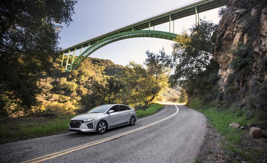 2018 Hyundai Ioniq Plug-In Hybrid - Slide 1
