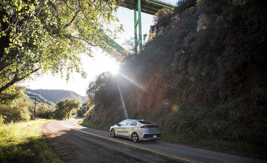 2018 Hyundai Ioniq Plug-In Hybrid - Slide 9