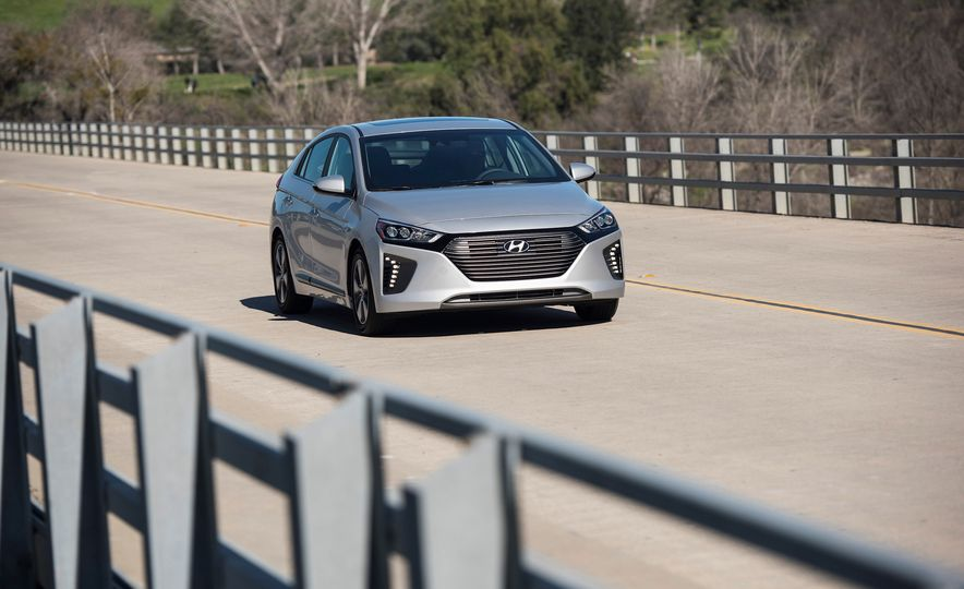 2018 Hyundai Ioniq Plug-In Hybrid - Slide 12