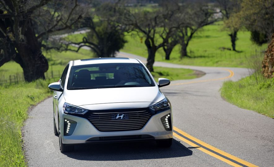 2018 Hyundai Ioniq Plug-In Hybrid - Slide 13
