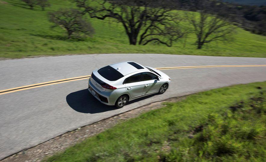 2018 Hyundai Ioniq Plug-In Hybrid - Slide 15
