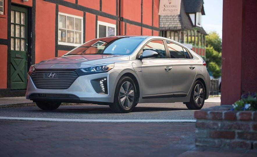 2018 Hyundai Ioniq Plug-In Hybrid - Slide 17