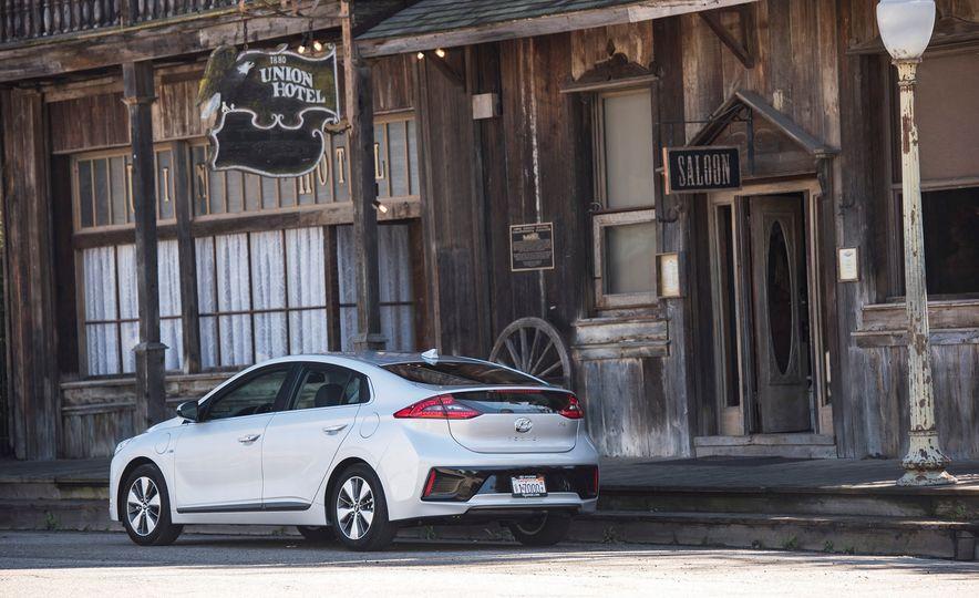 2018 Hyundai Ioniq Plug-In Hybrid - Slide 20