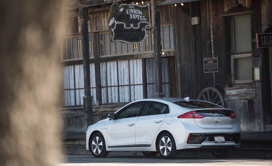2018 Hyundai Ioniq Plug-In Hybrid - Slide 21