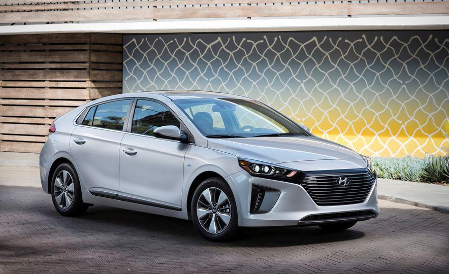 2018 Hyundai Ioniq Plug-In Hybrid - Slide 23
