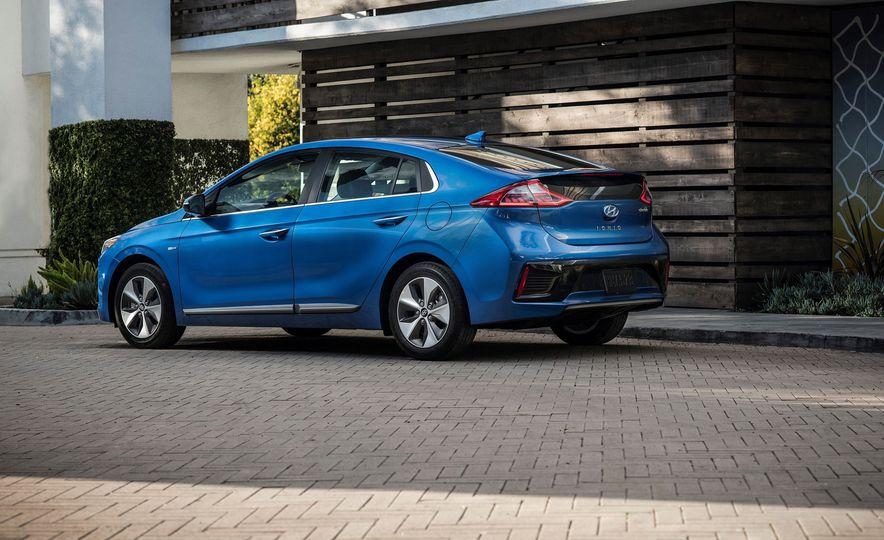2018 Hyundai Ioniq Plug-In Hybrid - Slide 26