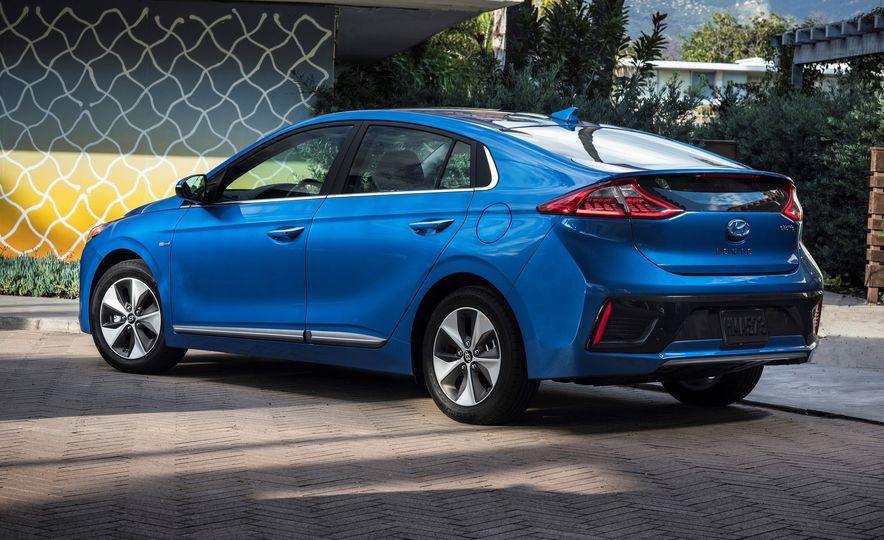 2018 Hyundai Ioniq Plug-In Hybrid - Slide 27