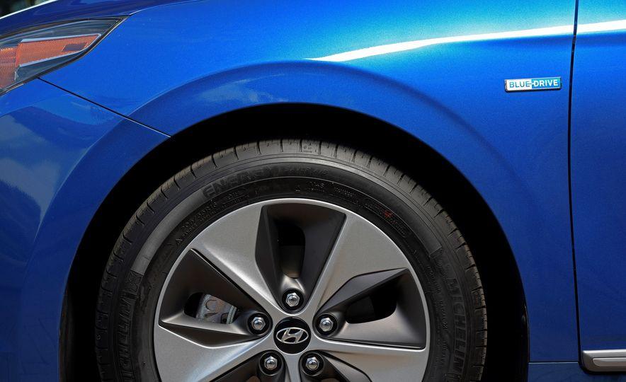 2018 Hyundai Ioniq Plug-In Hybrid - Slide 29