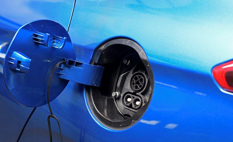 2018 Hyundai Ioniq Plug-In Hybrid - Slide 30
