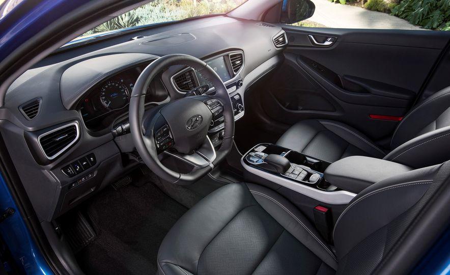 2018 Hyundai Ioniq Plug-In Hybrid - Slide 31