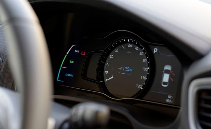 2018 Hyundai Ioniq Plug-In Hybrid - Slide 33