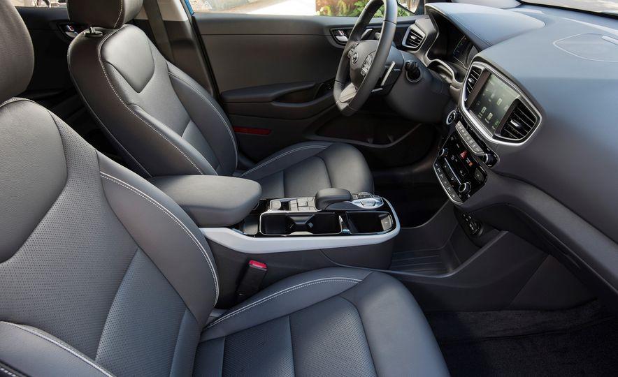 2018 Hyundai Ioniq Plug-In Hybrid - Slide 41