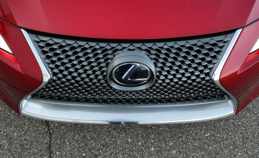 2018 Lexus LC500h - Slide 26