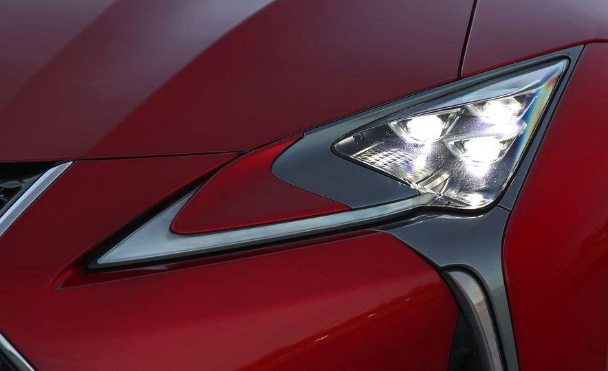 2018 Lexus LC500h - Slide 32