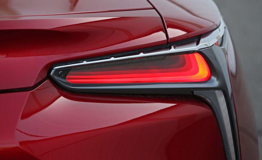 2018 Lexus LC500h - Slide 41