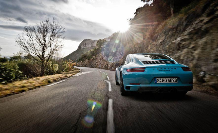 2018 Porsche 911 Carrera T - Slide 10