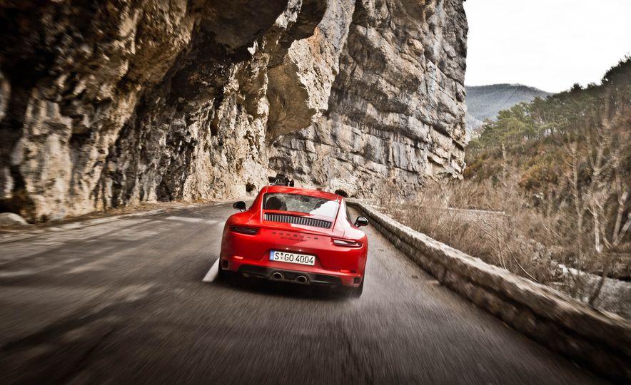2018 Porsche 911 Carrera T - Slide 20