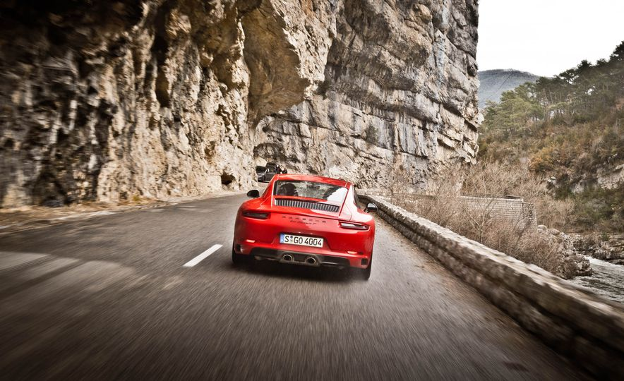 2018 Porsche 911 Carrera T - Slide 21