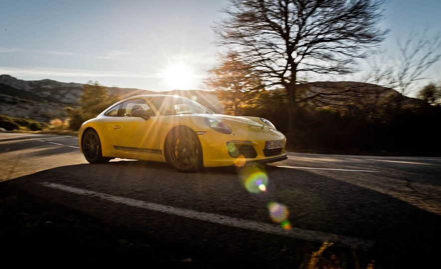 2018 Porsche 911 Carrera T - Slide 32