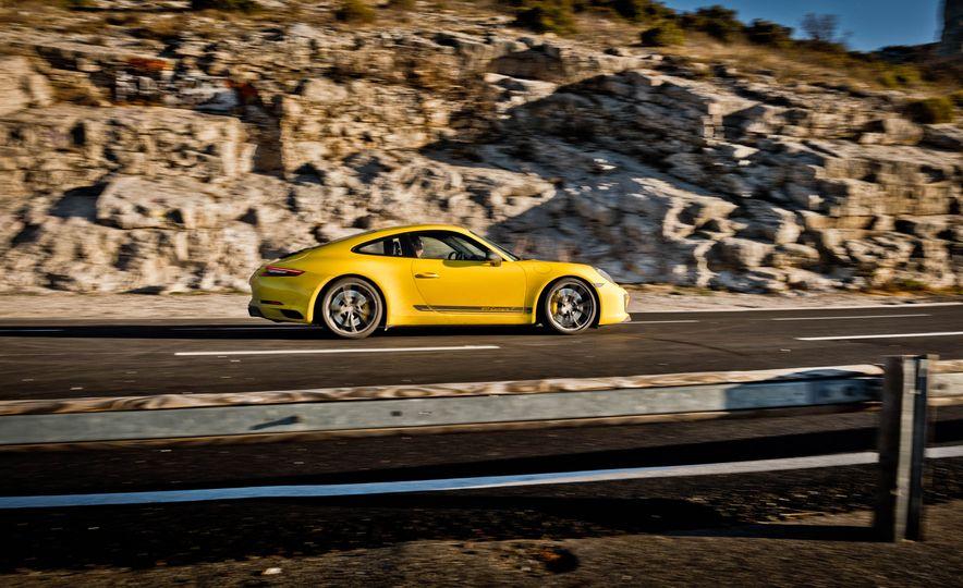 2018 Porsche 911 Carrera T - Slide 33