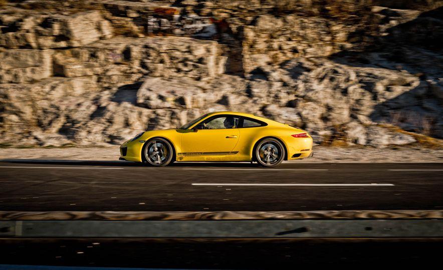 2018 Porsche 911 Carrera T - Slide 38