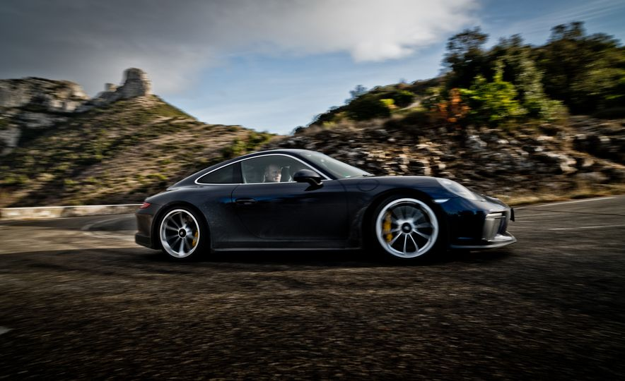 2018 Porsche 911 GT3 with Touring Package - Slide 2