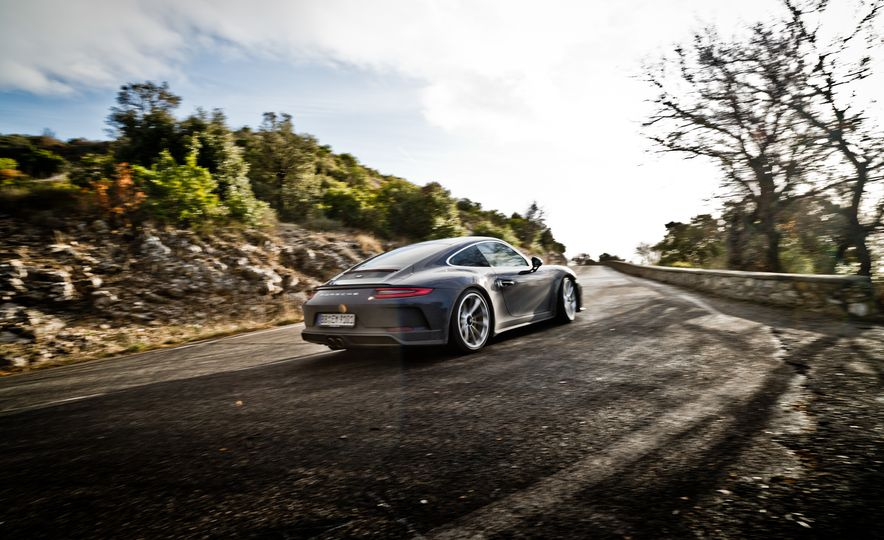 2018 Porsche 911 GT3 with Touring Package - Slide 6
