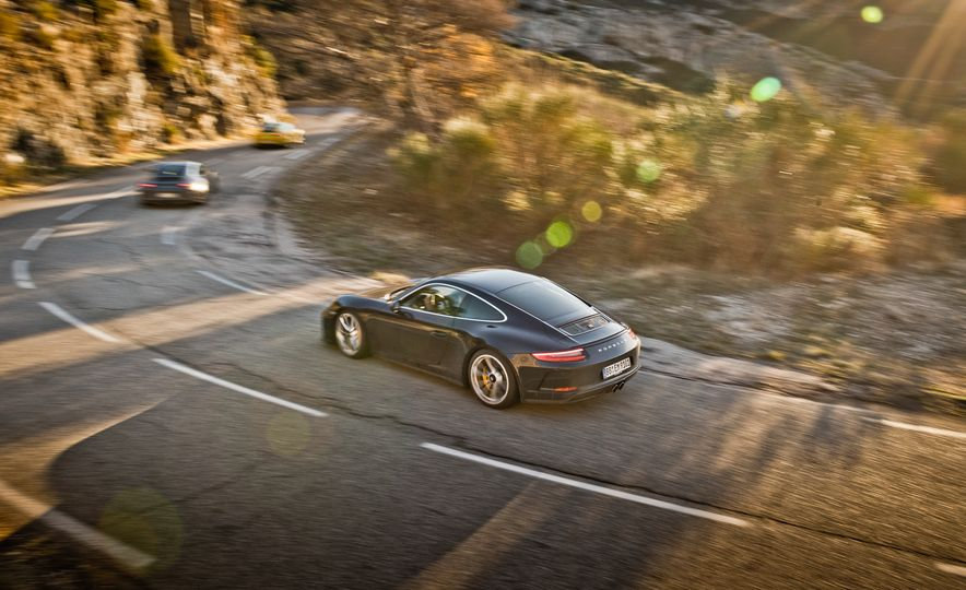 2018 Porsche 911 GT3 with Touring Package - Slide 9