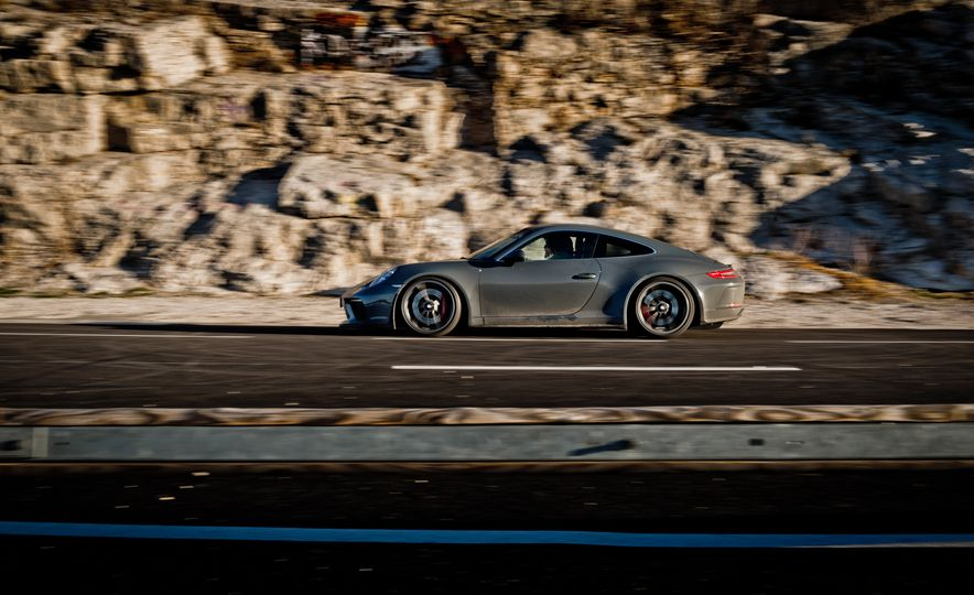 2018 Porsche 911 GT3 with Touring Package - Slide 15