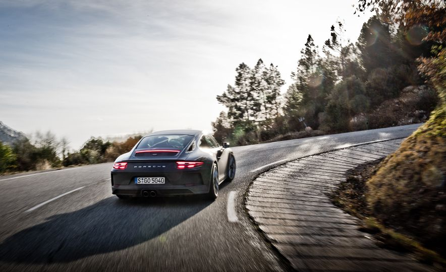 2018 Porsche 911 GT3 with Touring Package - Slide 17