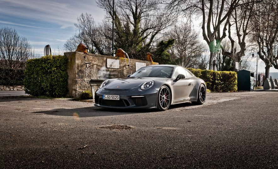 2018 Porsche 911 GT3 with Touring Package - Slide 18
