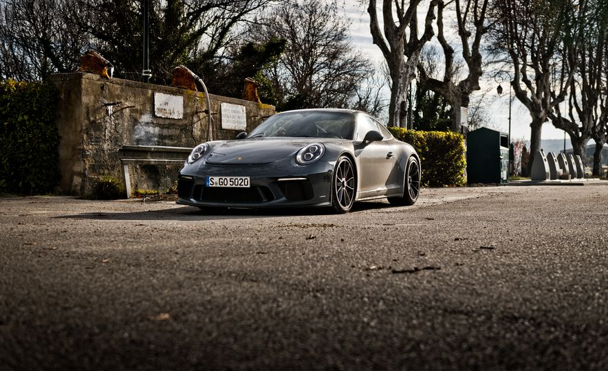 2018 Porsche 911 GT3 with Touring Package - Slide 19