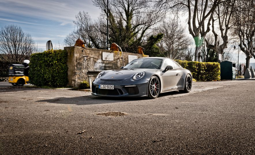 2018 Porsche 911 GT3 with Touring Package - Slide 20