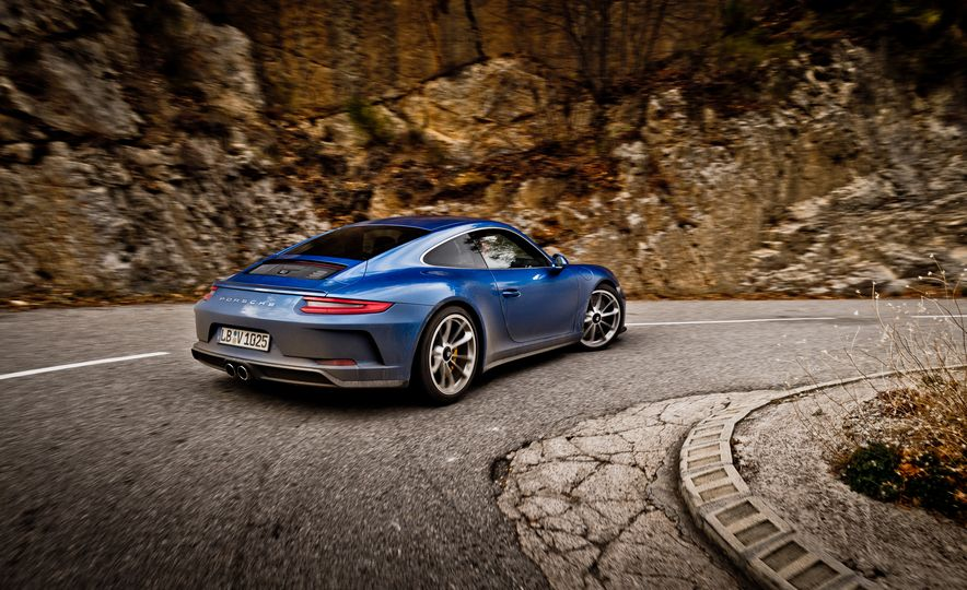 2018 Porsche 911 GT3 with Touring Package - Slide 31