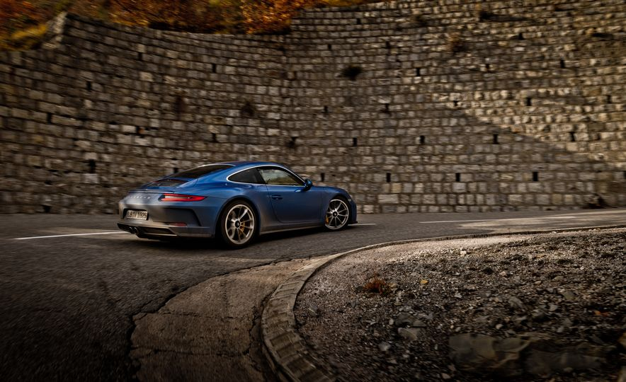 2018 Porsche 911 GT3 with Touring Package - Slide 32