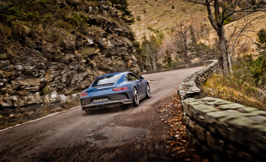 2018 Porsche 911 GT3 with Touring Package - Slide 34