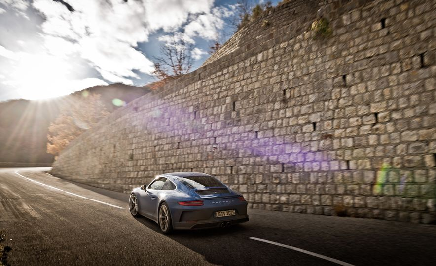 2018 Porsche 911 GT3 with Touring Package - Slide 39