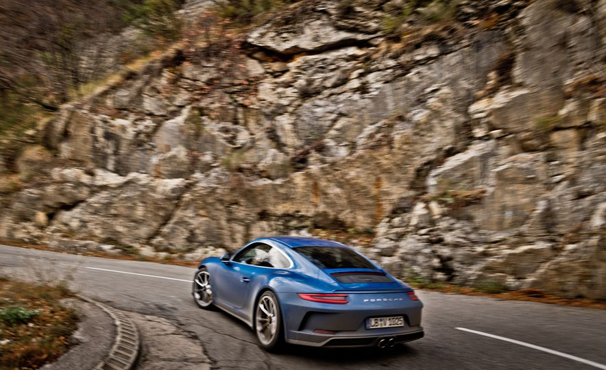 2018 Porsche 911 GT3 with Touring Package - Slide 40