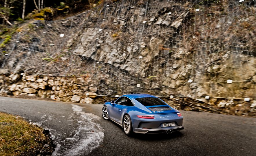 2018 Porsche 911 GT3 with Touring Package - Slide 41