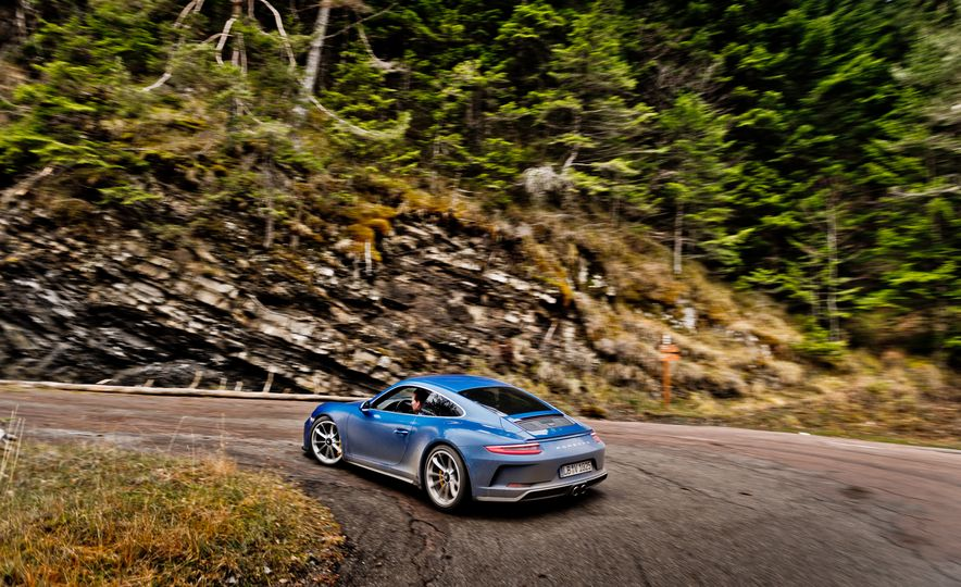 2018 Porsche 911 GT3 with Touring Package - Slide 42