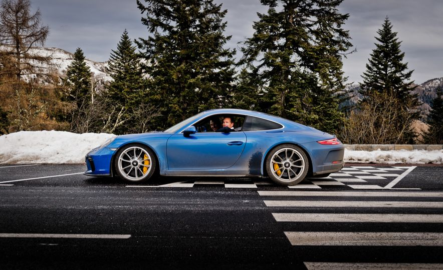 2018 Porsche 911 GT3 with Touring Package - Slide 43