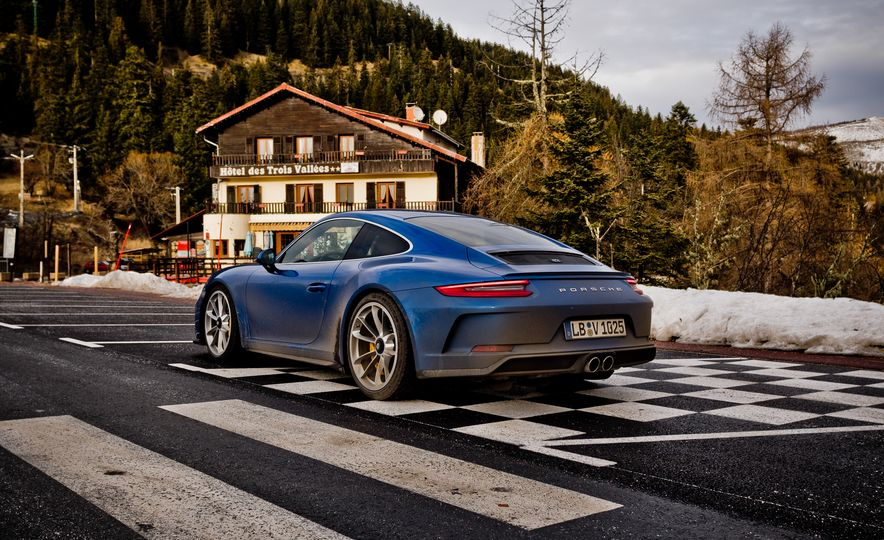 2018 Porsche 911 GT3 with Touring Package - Slide 45
