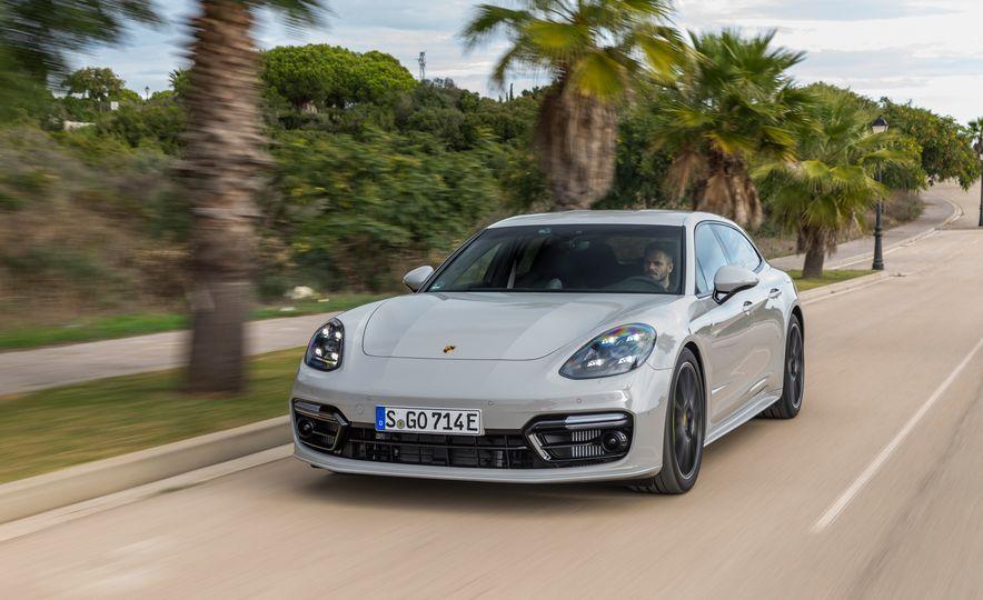 2018 Porsche Panamera Turbo S E-Hybrid Sport Turismo - Slide 3